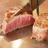 目の前で焼き上げられる極上ステーキ