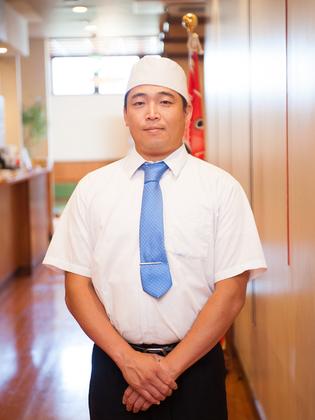 西川 新治 氏