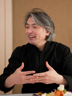 成田 一世 氏