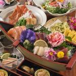 定番人気のコース。海鮮、地鶏、野菜バランスよく盛り込まれています♪旬の鮮魚はお刺身、干物で堪能♪