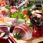 馬肉ユッケから始まるこのコースはいつもより贅沢をお届け。刺身も豪華五点盛り、お肉は牛タンの塩焼き。