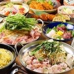 地鶏鍋、国産牛もつ鍋、濃厚なピリ辛スープが癖になるキムチ鍋の三つの中からお好きなお鍋が選べます!