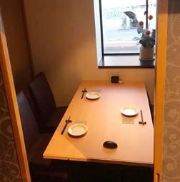 完全個室のお部屋となっております。 ※5名様以上のご予約はお電話にてご予約下さい。