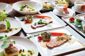 6種類の前菜は野菜・お肉・魚介とバラエティに富み 魚料理とお肉料理はフレンチスタイルで...