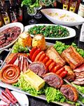 専任スタッフが大串のお肉を目の前でカットするシュラスコ専門店